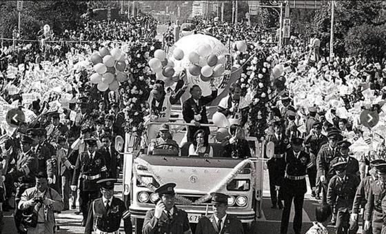 parade-bus-img_3_m